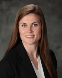 Madeleine Fink : Financial Analyst